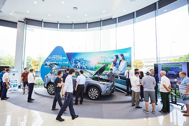 Corolla Cross 'cháy' hàng, Toyota Việt Nam dồn lực nhập xe về giao khách - 1