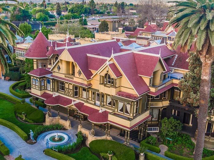 Ngôi nhà ma ám kỳ lạ có thiết kế kỳ lạ nhất, 2.000 cánh cửa ra vào, tốn 80 tỷ đô để sửa chữa - 1