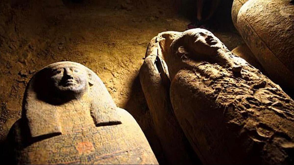 Phát hiện số xác ướp Ai Cập nhiều chưa từng có trong lịch sử ở giếng cổ 2.500 năm - 1
