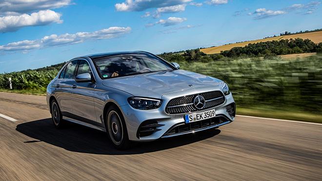 Mercedes-Benz E-Class chốt giá bán gần 1,25 tỷ đồng tại thị trường Mỹ - 1