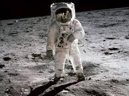 NASA hé lộ kế hoạch 28 tỷ USD đưa phụ nữ đầu tiên lên mặt trăng - 1