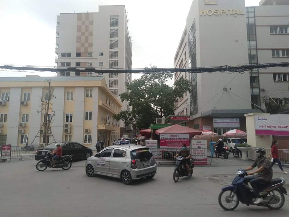 Chém nhau kinh hoàng ở cổng bệnh viện E Hà Nội - 1