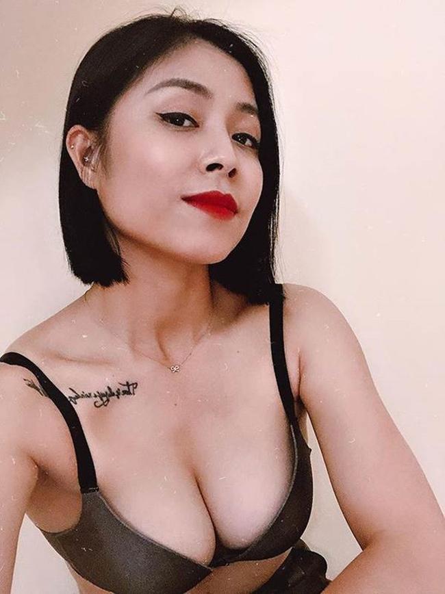 """Hoàng Linh là MC nổi tiếng của VTV. Cô đảm nhận các chương trình như """"Chúng tôi là chiến sĩ"""", """"Ở nhà chủ nhật""""..."""