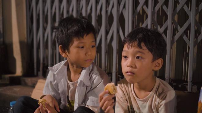 Phim ngắn cảm động về hai em bé mồ côi giữa mùa dịch - 1