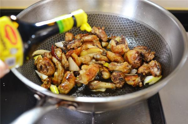 Đổi món với gà chiên sốt dầu hào đậm đà, vét sạch nồi cơm vẫn thấy thèm - 2
