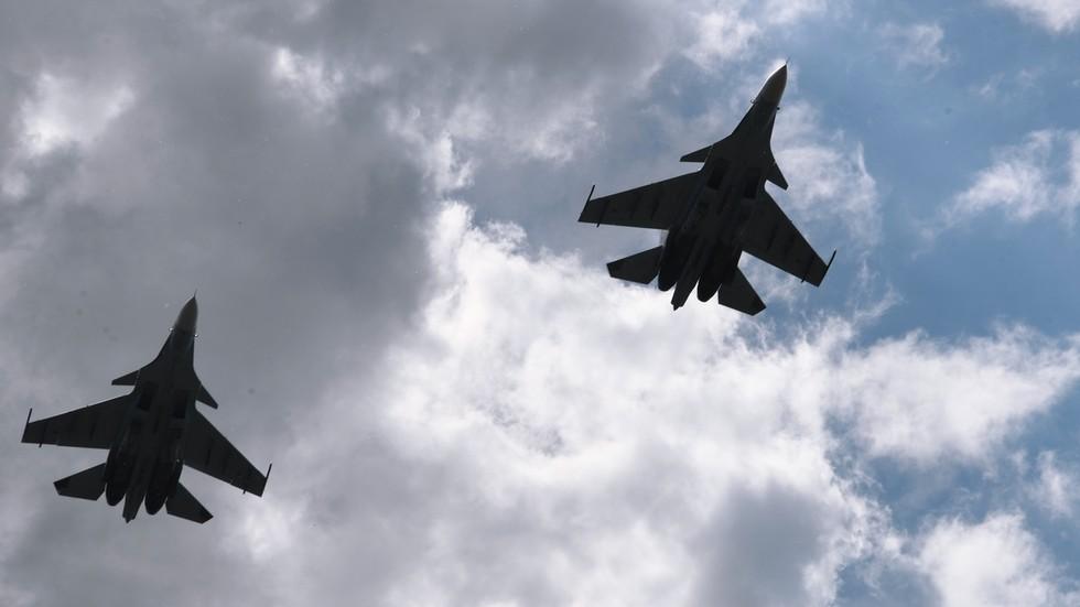 Video: Hiện trường vụ chiến đấu cơ Su-30 Nga bị đồng đội bắn rơi - 1