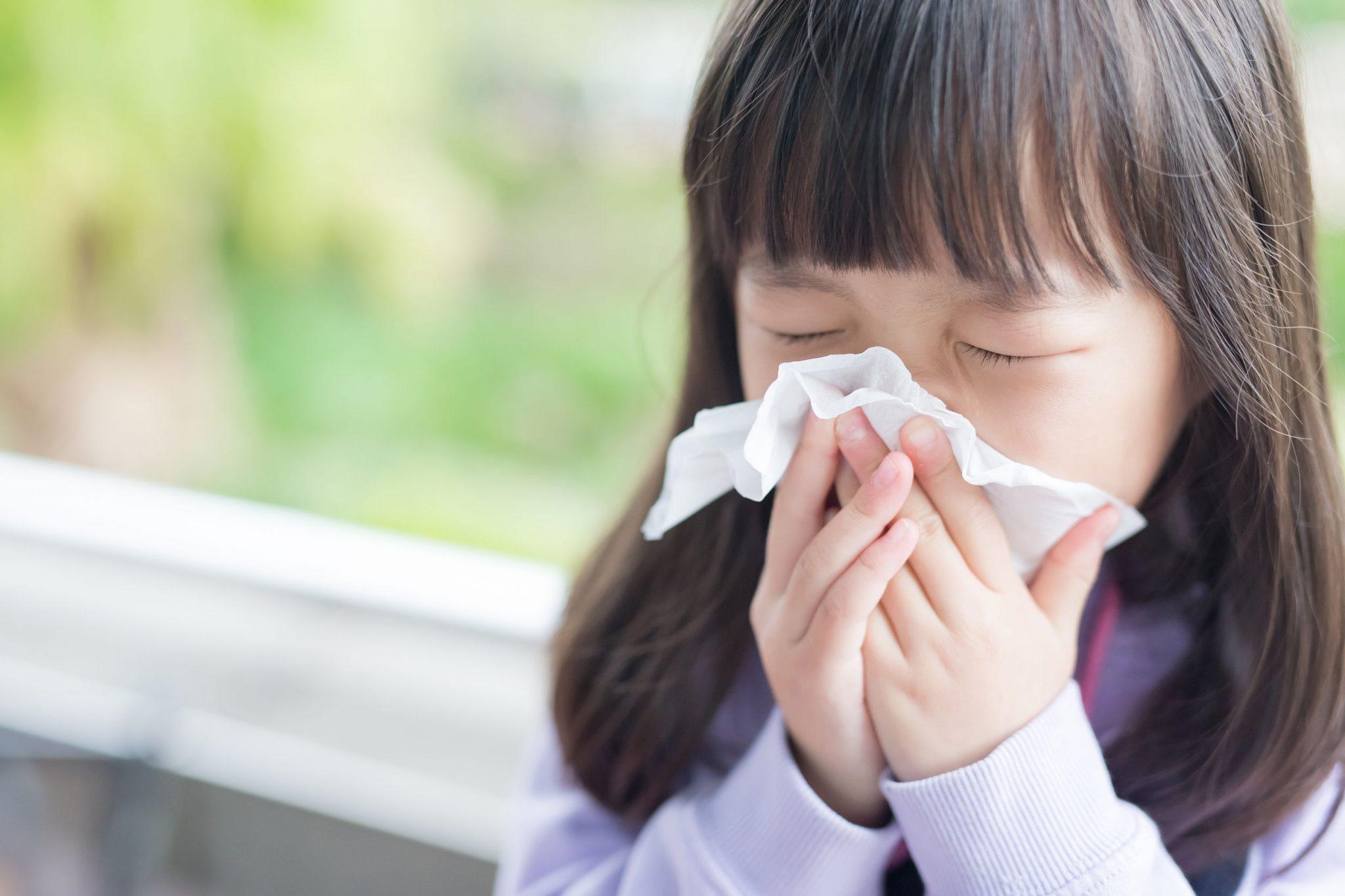 Chớ coi thường 5 bệnh giao mùa trẻ nào cũng gặp, cẩn thận biến chứng nguy hiểm! - 1