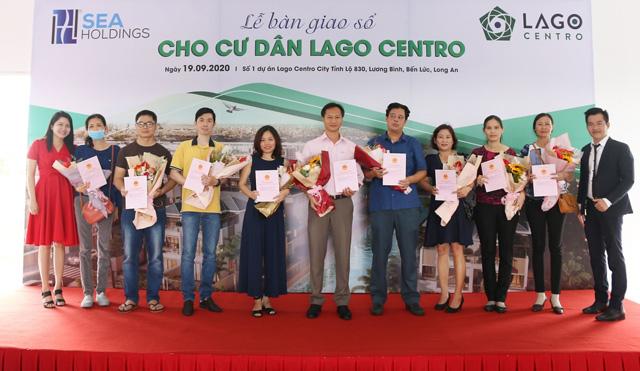 Cư dân Lago Centro nhận bàn giao sổ đỏ từ chủ đầu tư SeaHoldings - 1