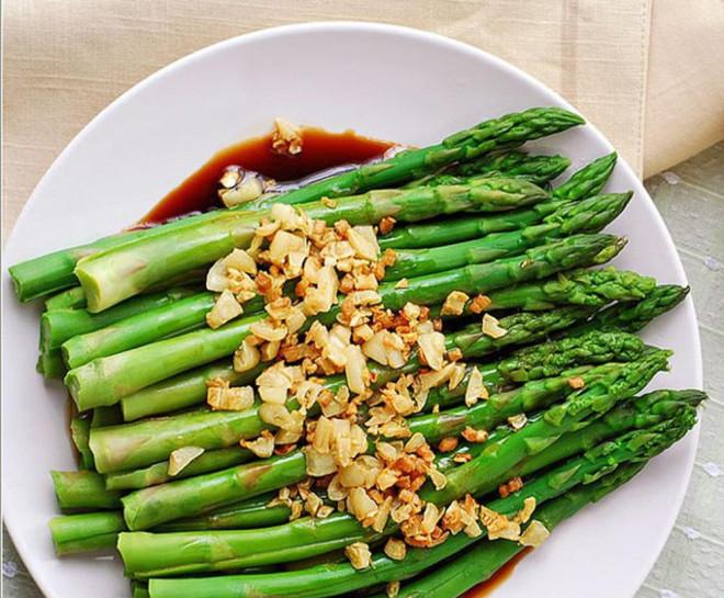 """Một tác dụng """"thần thánh"""" của măng tây khiến không chỉ chị em mà đàn ông cũng thi nhau ăn loại rau này - 1"""