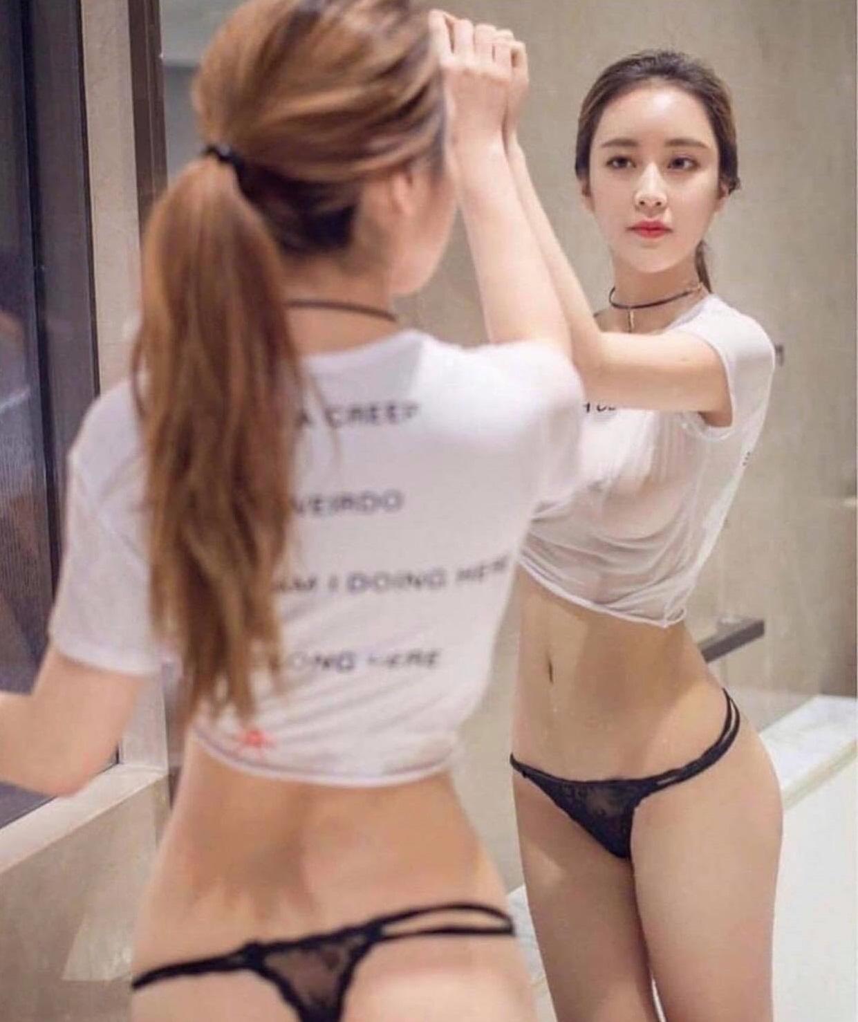Thiếu nữ châu Á khoe bụng phẳng chân nuột với áo phông - 7