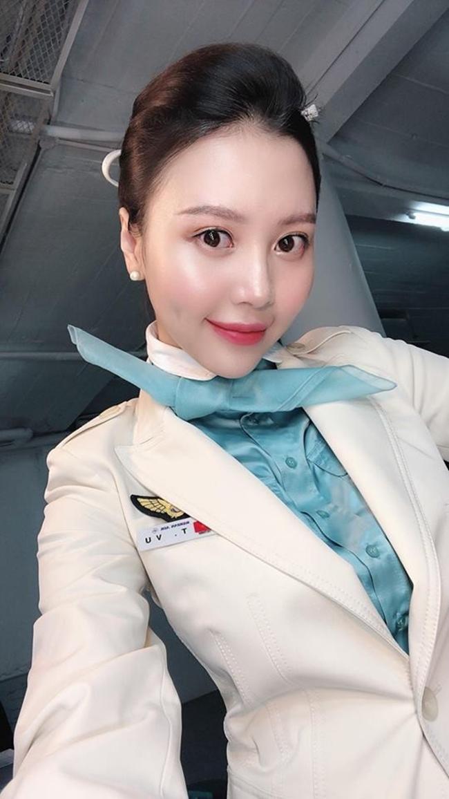 Vũ Ngọc Châm là gương mặt quen thuộc trong showbiz Việt khi tham gia nhiều cuộc thi sắc đẹp, đóng MV ca nhạc, đóng phim và tham gia nhiều gameshow truyền hình. Trước đây, chân dài từng là tiếp viên của hãng hàng không Korean Air.