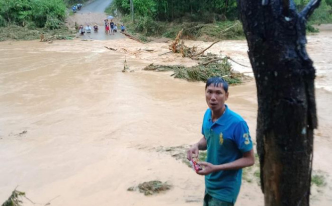 Quảng Nam: Xót cảnh chiến sỹ biên phòng mất nhà sau lũ ống - 1