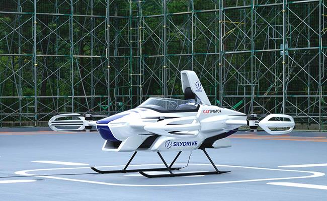 Vào cuối tháng 8, công ty khởi nghiệp SkyDrive của Nhật Bản đã thực hiện chuyến bay thử nghiệm đầu tiên của một chiếc ô tô bay có tên SD-03 tại Toyota Proving Ground.