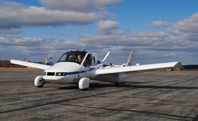 Mẫu ô tô bay Terrafugia Transition ra mắt lần đầu tiên vào năm 2010 nhưng sau đó có nhiều vướng mắc nên vẫn chưa thể chính thức đi vào sản xuất và có mặt trên thị trường. Đây là mẫu xe bay 2 chỗ ngồi chạy bằng xăng.