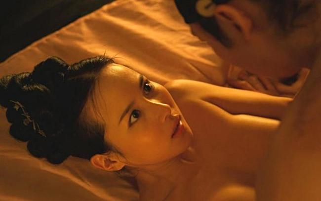 Thành công của 'Ký sinh trùng' giúp Cho Yeo-jeong khẳng định được tài năng diễn xuất của mình. Trước đó, cô bị giới truyền thông gắn mác 'nữ hoàng cảnh nóng' với hai bộ phim để đời là 'The Servant' (Người hầu) và 'The Concubine' (Hậu cung).