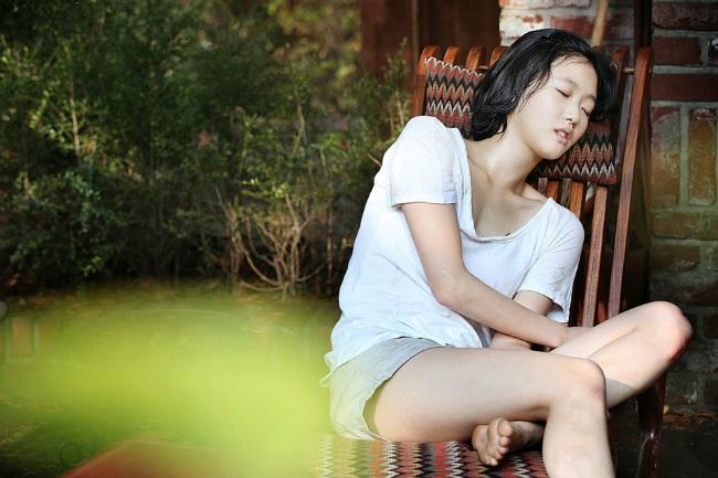 """Kim Go-eun được mệnh danh là nàng thơ của điện ảnh xứ sở kim chi. Trước khi nổi đình đám với hai bom tấn truyền hình """"Yêu tinh"""" và """"Quân vương bất diệt"""", người đẹp 9X gây chú ý với bộ phim ra mắt """"A muse"""" (Nàng thơ) ở tuổi 21."""