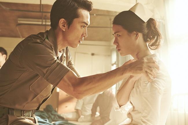 """Năm 29 tuổi, Lim Ji-yeon gây sốc khi đóng cảnh nóng cực bạo với nam thần Song Seung Hun trong phim """"Obsessed"""" (Ám ảnh dục vọng)."""