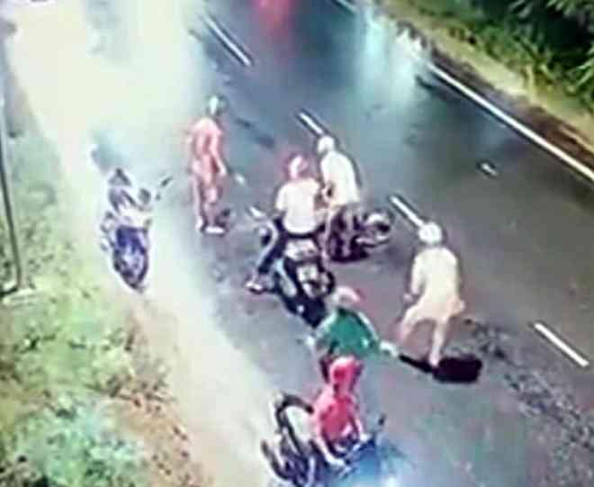Thanh niên bị 4 người truy sát ở đường ven biển tại Bình Thuận - 1