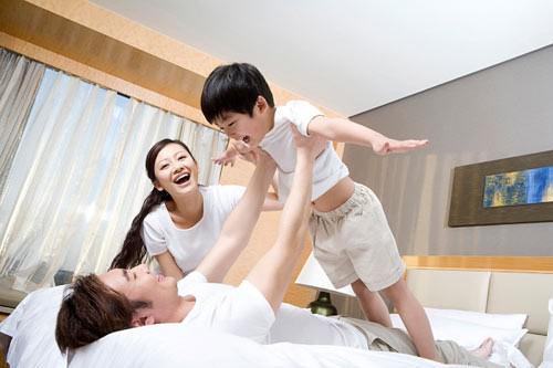 Vợ bẽ bàng khi sinh con xong, chồng chỉ yêu con, không ngó ngàng tới vợ - 1