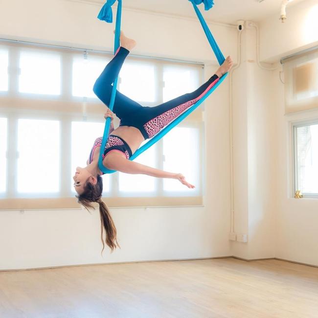Động tác yoga có vẻ nhẹ nhàng nhưng cũng có tác động lớn giúp đốt cháy calo vì yêu cầu toàn bộ cơ thể phải vận động.