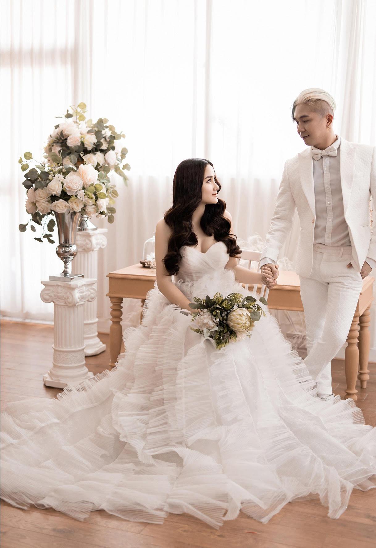 Nhan sắc cô dâu xinh đẹp kém 12 tuổi của Khánh Đơn - 1