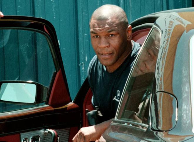 """Mike Tyson """"trùm đốt tiền"""": Hối lộ cảnh sát siêu xe, cho CĐV 193 tỷ đồng - 1"""