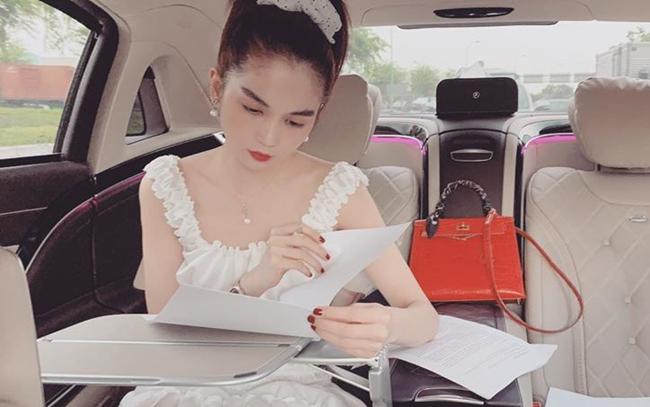 Ngọc Trinh được bổ nhiệm làm CEO một công ty mỹ phẩm từ năm 2018. Đầu tháng 9 vừa qua, nữ hoàng nội y được thăng chức làm Phó Tổng giám đốc kinh doanh nhờ những nỗ lực và cống hiến hết mình cho công việc.