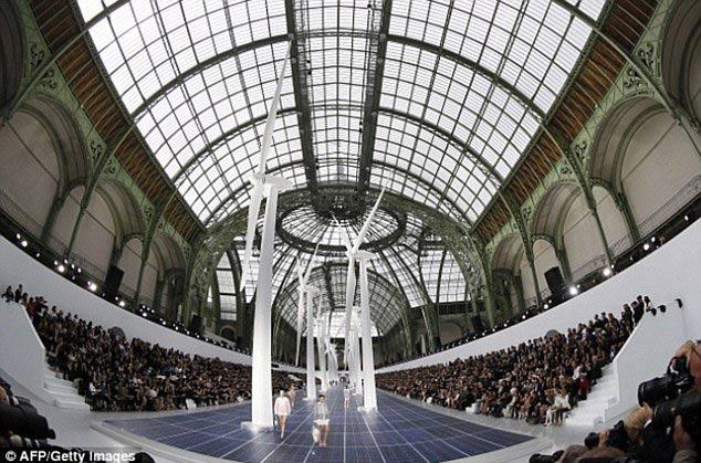 Chanel vẽ khung cảnh cho ngày tận thế - 1