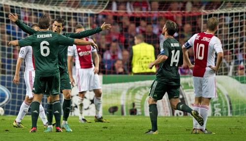 Ajax - Real: CR7 tỏa sáng - 1