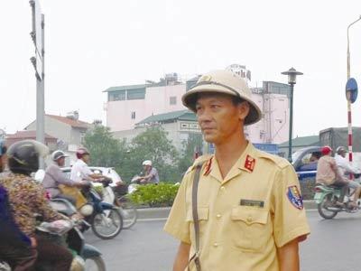 Cảnh sát giao thông làm xe ôm, lái taxi - 1