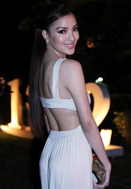 7 tấm lưng mướt mắt nhất showbiz Việt - 1
