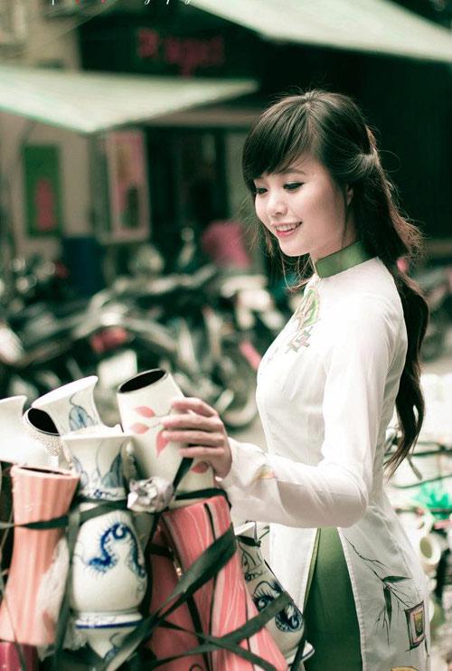 Hoa khôi HN khoe dáng ngọc với áo dài - 1