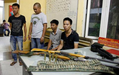 NK141: Một buổi tối, thu giữ 3 khẩu súng - 1