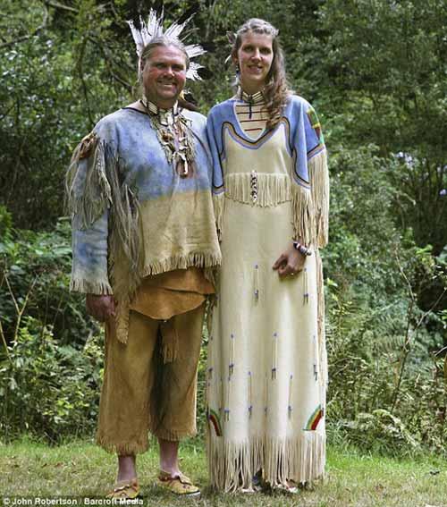 """Cô gái làm đám cưới với """"người sói"""" - 1"""