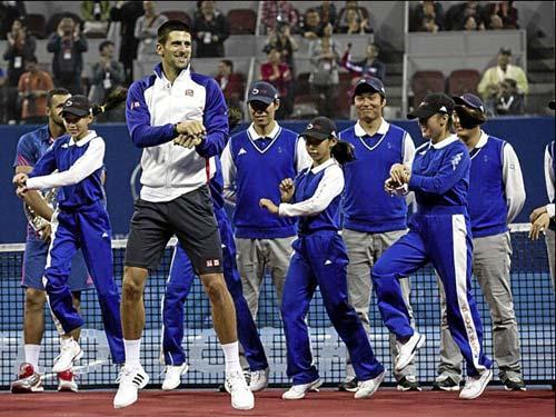 "Djokovic bất ngờ bị mời nhảy ""Gangnam Style"" - 1"