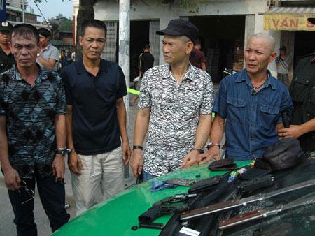 """NK141: 4 ông già mang súng đi thăm """"bạn gái"""" - 1"""