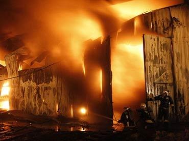 Cháy lớn chưa từng có ở St. Petersburg, Nga - 1