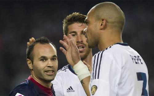 "Iniesta-Pepe ""kịch chiến"" hậu El Clasico - 1"