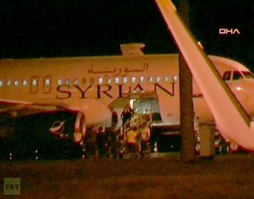 Máy bay Syria bị Thổ Nhĩ Kỳ ép hạ cánh - 1