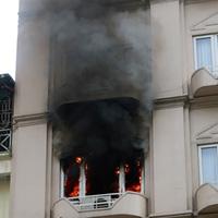 Khách sạn bốc cháy ngùn ngụt giữa Thủ đô