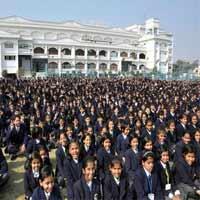 Ngôi trường đông học sinh nhất thế giới