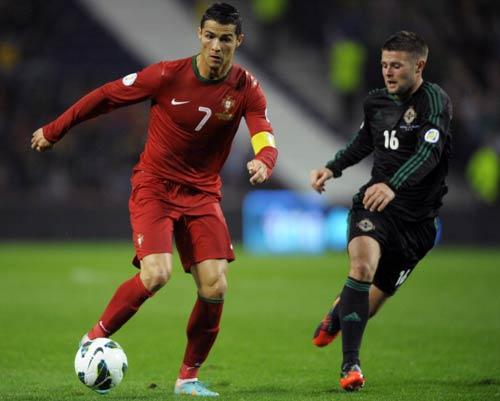 100 trận của Ronaldo: Tạm biệt QBV? - 1