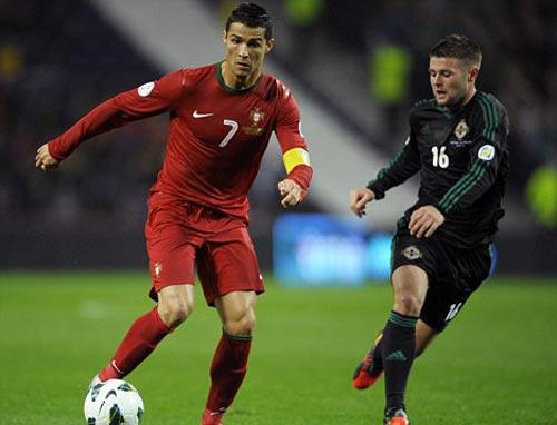 SAO trẻ nhờ Ferdinand đặt áo… Ronaldo - 1