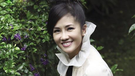Hồng Nhung: Tôi ích kỷ hơn Mỹ Linh - 1