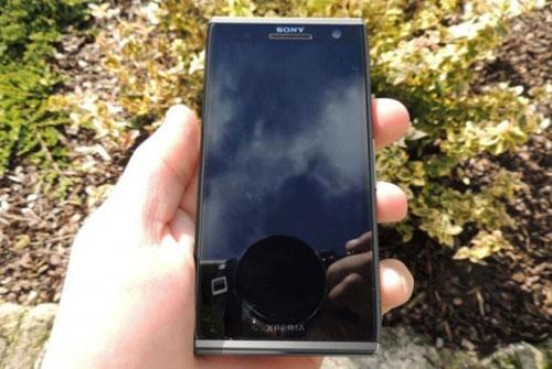Sony Xperia Odin C650X lộ ảnh nóng - 1