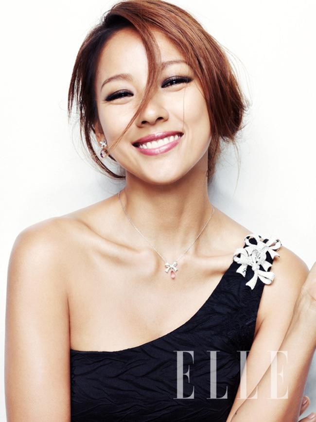 Lee Hyori rạng rỡ trên tạp chí số mới
