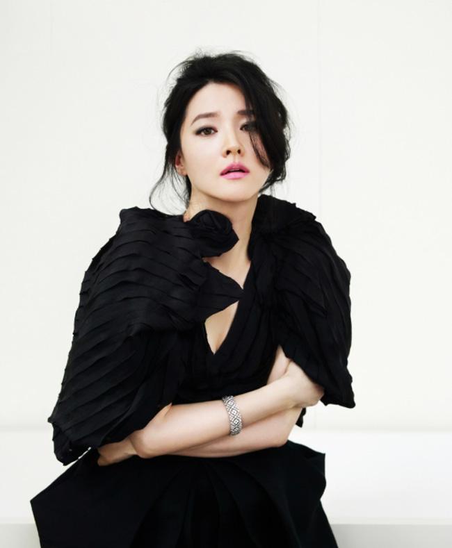 Lee Young Ae cũng bật mí, kế hoạch trở lại màn ảnh nhỏ là sau khi sắp xếp được công việc gia đình.