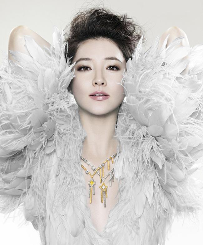 Chói lòa vẻ đẹp Lee Young Ae