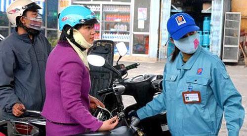Xăng dầu trong nước quyết neo giá - 1