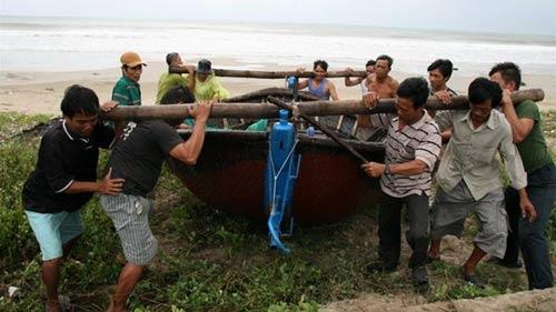 Bão Sơn Tinh đang áp sát bờ biển miền Trung - 1